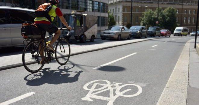 Reino Unido: Novas estradas devem dar prioridades a ciclistas e peões